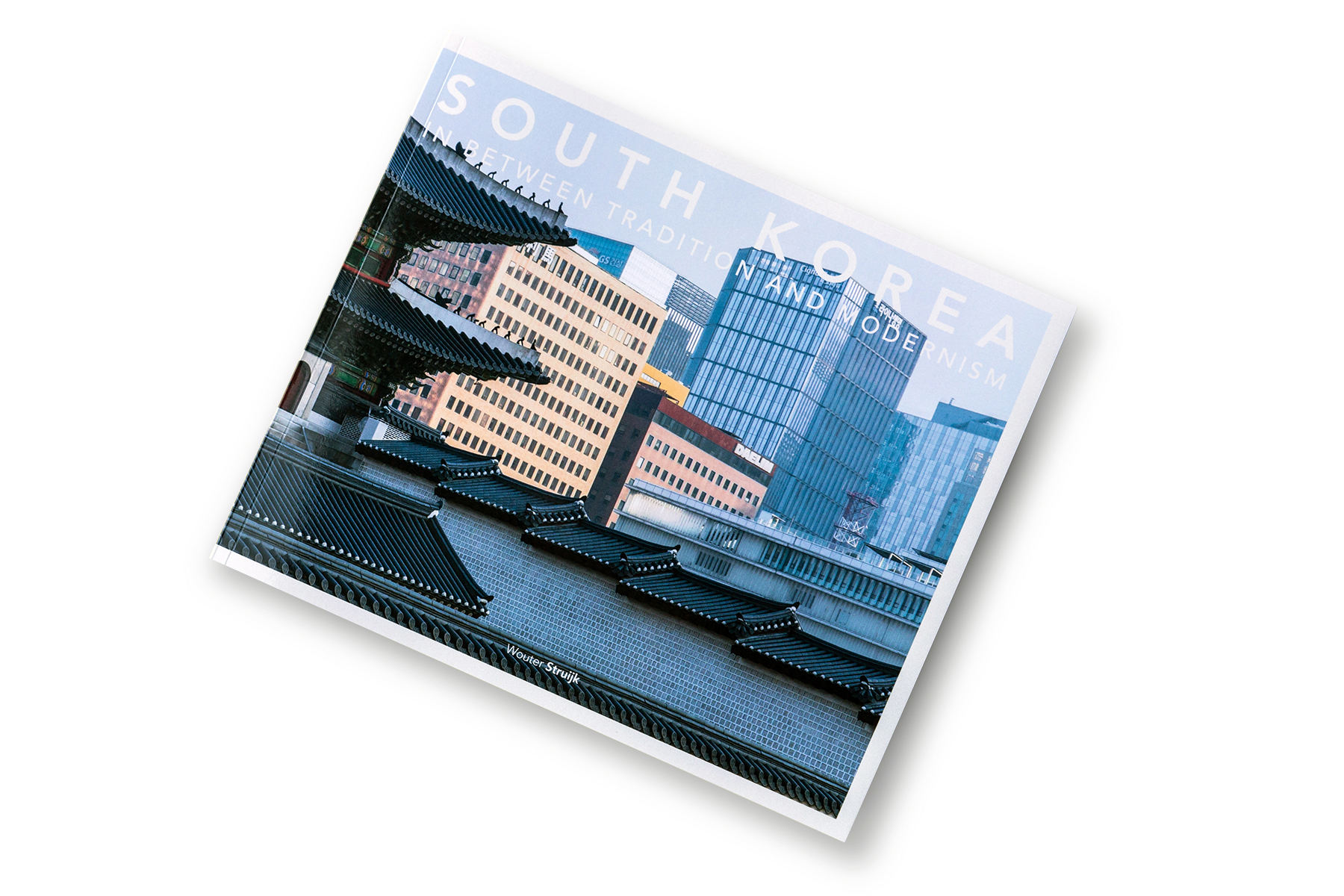Cover of the book 'South Korea, in between tradition and modernism'